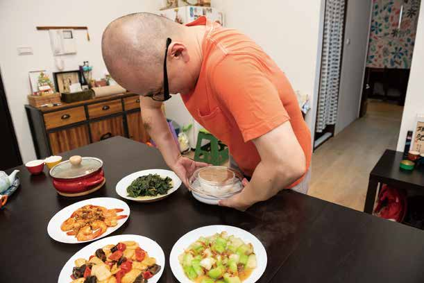 腐乳扣肉在溫宇航的口中是一切都簡單,但是烹調完出鍋倒扣入盤的等工序,處處見功夫。.jpg