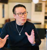 國光劇團導演彭俊綱是花臉出身,復興劇校畢業,專攻武淨,現為國光劇團導演。.jpg