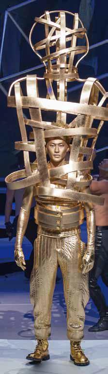 用全身金色的概念,林秉豪希望為所有正在臺灣這塊土地上辛勤工作的服裝設計師加冕。.jpg