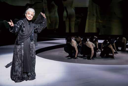 為歌仔戲國寶廖瓊枝製作服裝,林秉豪採用不同層次的「黑」襯托出高貴感。.jpg