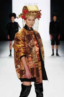 在柏林時裝週,設計師馬毅的媽祖系列服裝作品讓歐洲服裝界眼睛為之一亮。.jpg
