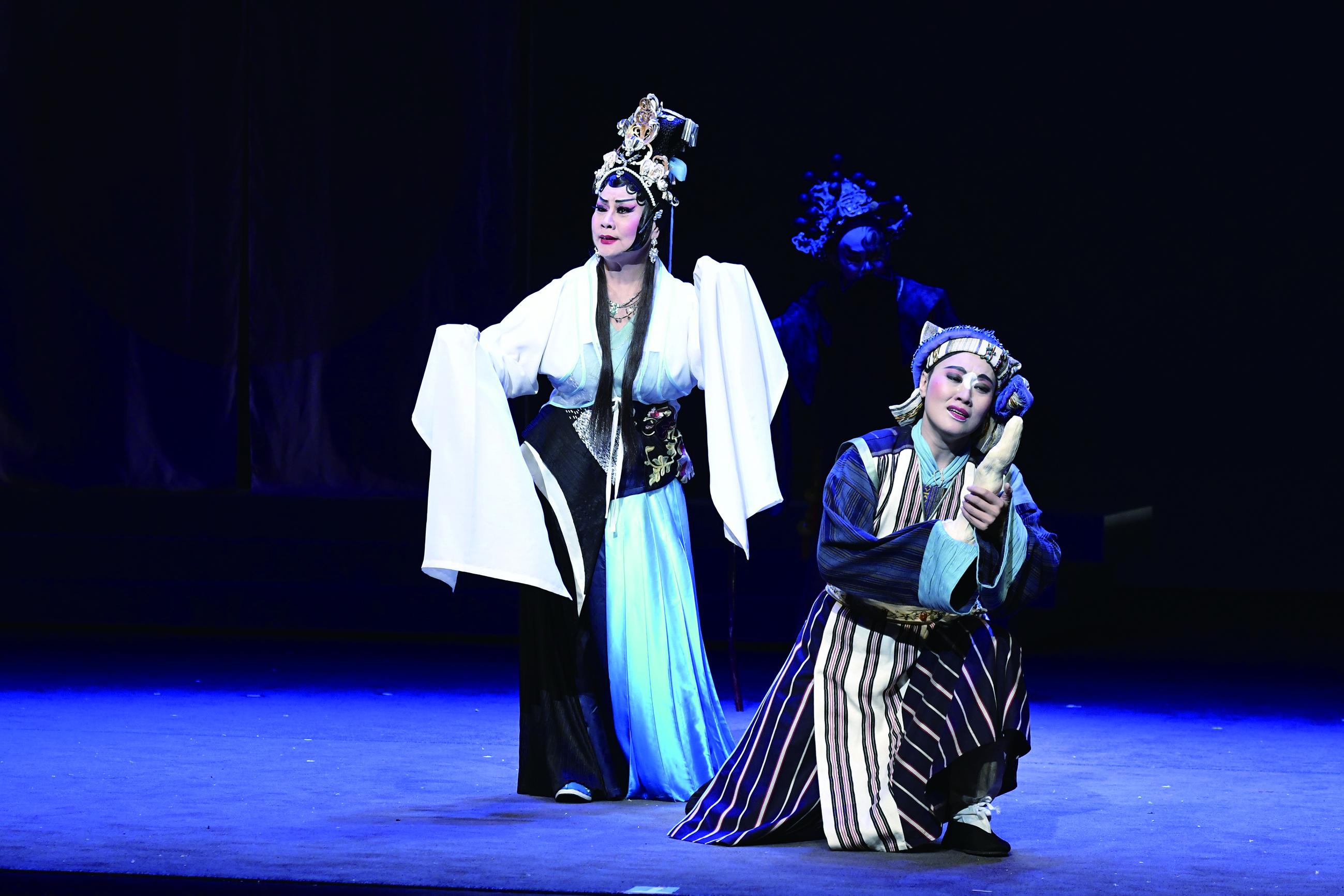 劉建幗為臺灣豫劇團編劇《觀音》,劇中飾演女塑像師的王海玲與大女兒劉建華(飾蒼瓦)在劇中有許多感人演出。.jpg