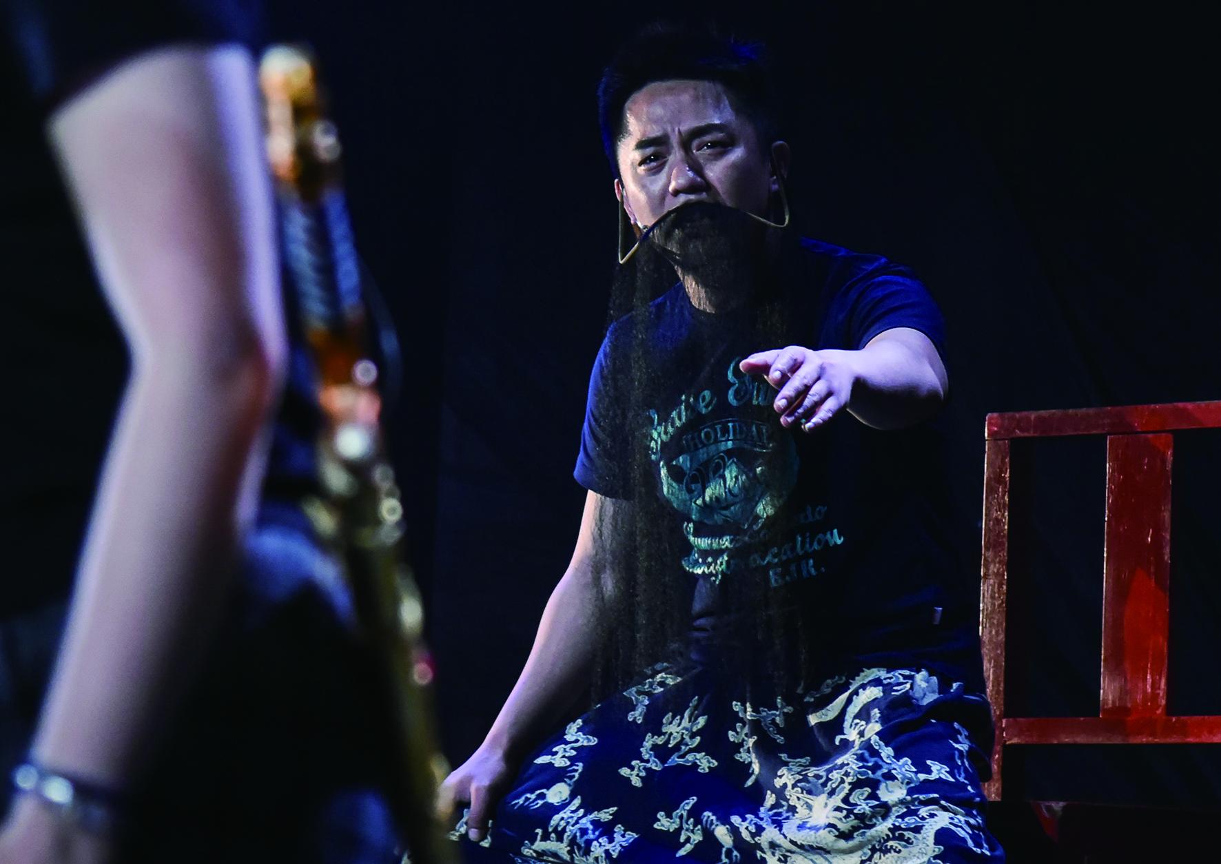專攻老生的劉冠良畢業才發現並不如老師所說「歌仔戲很缺老生」,舞台上都以女性角色與演員為主。.jpg