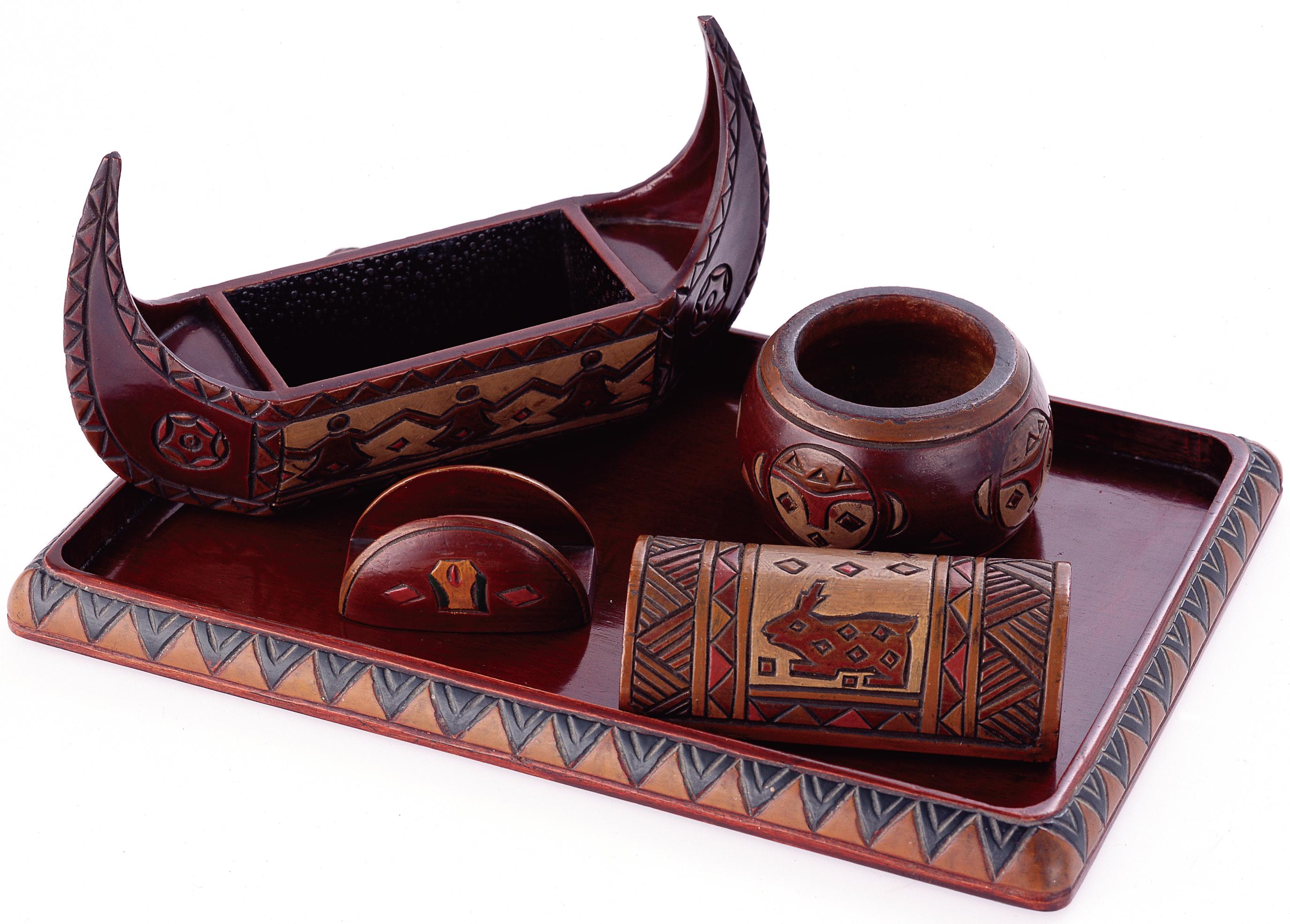 原住民圖騰裝飾帶有有濃厚台灣風情的木雕彩繪煙具組。-01.jpg