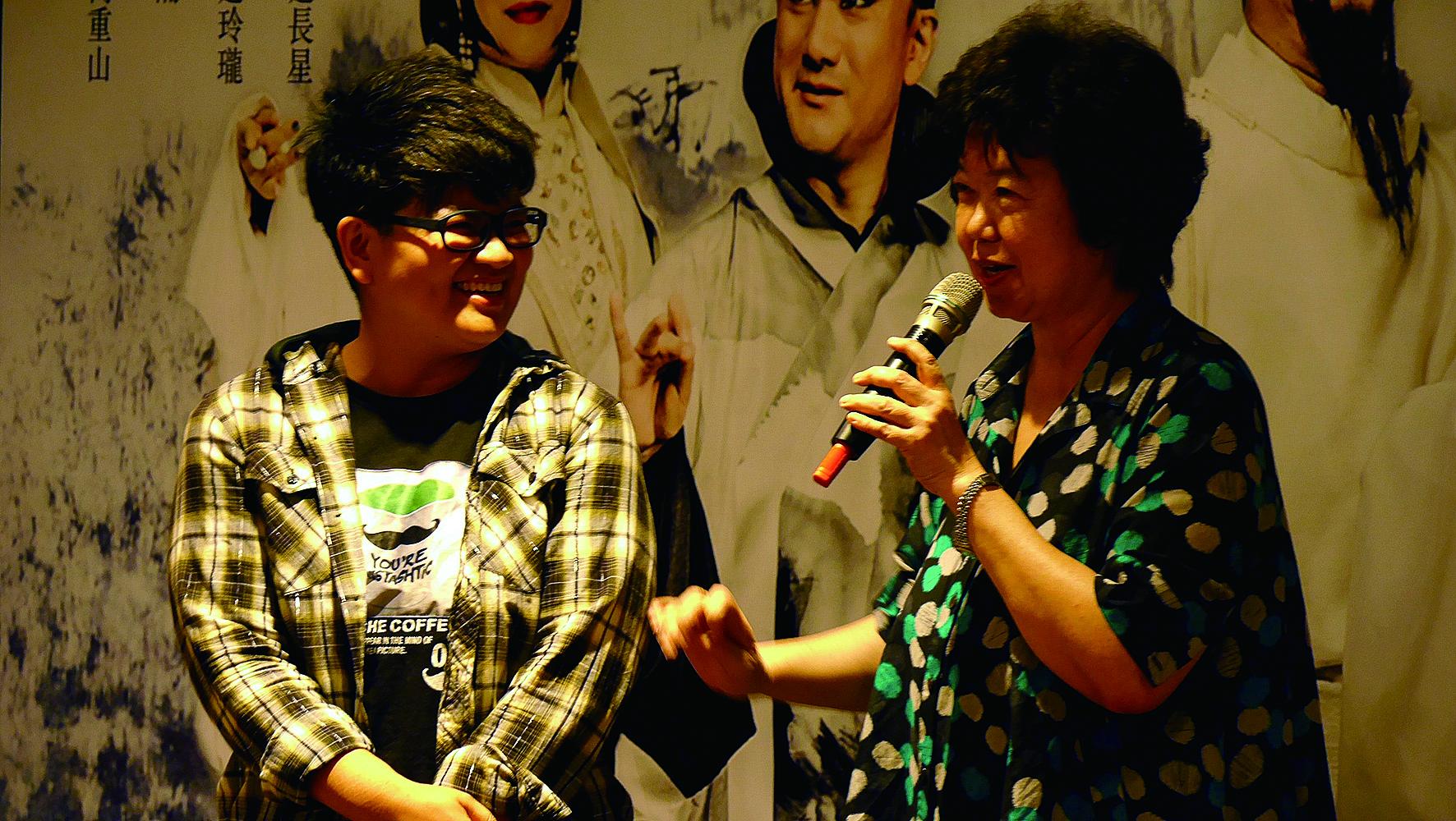 王安祈(右)和劉建幗合作《十八羅漢圖》劇本,提攜年輕人。.jpg
