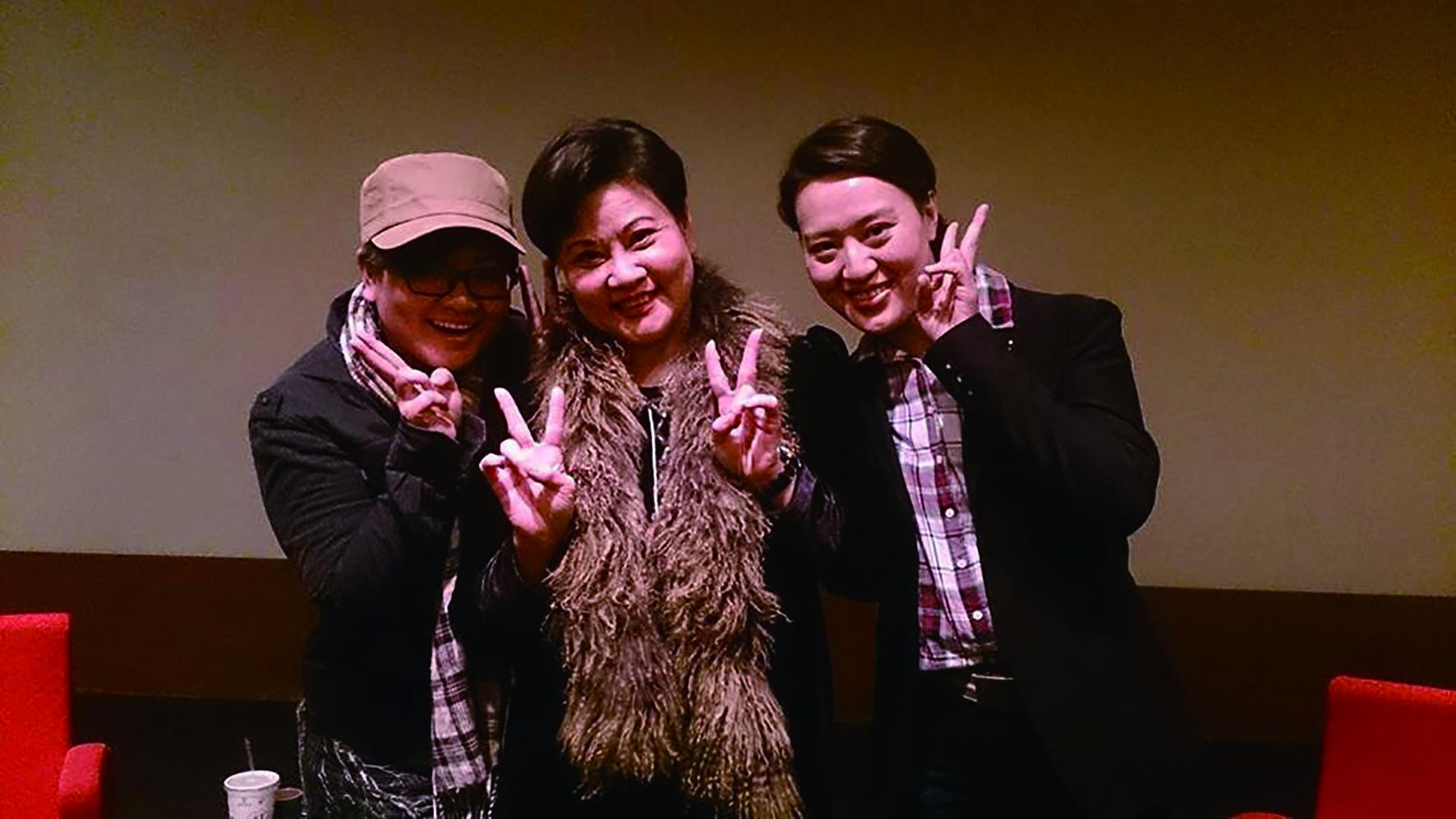 王海玲(中)、劉建華(左)、劉建幗(右)母女三人合照。.jpg