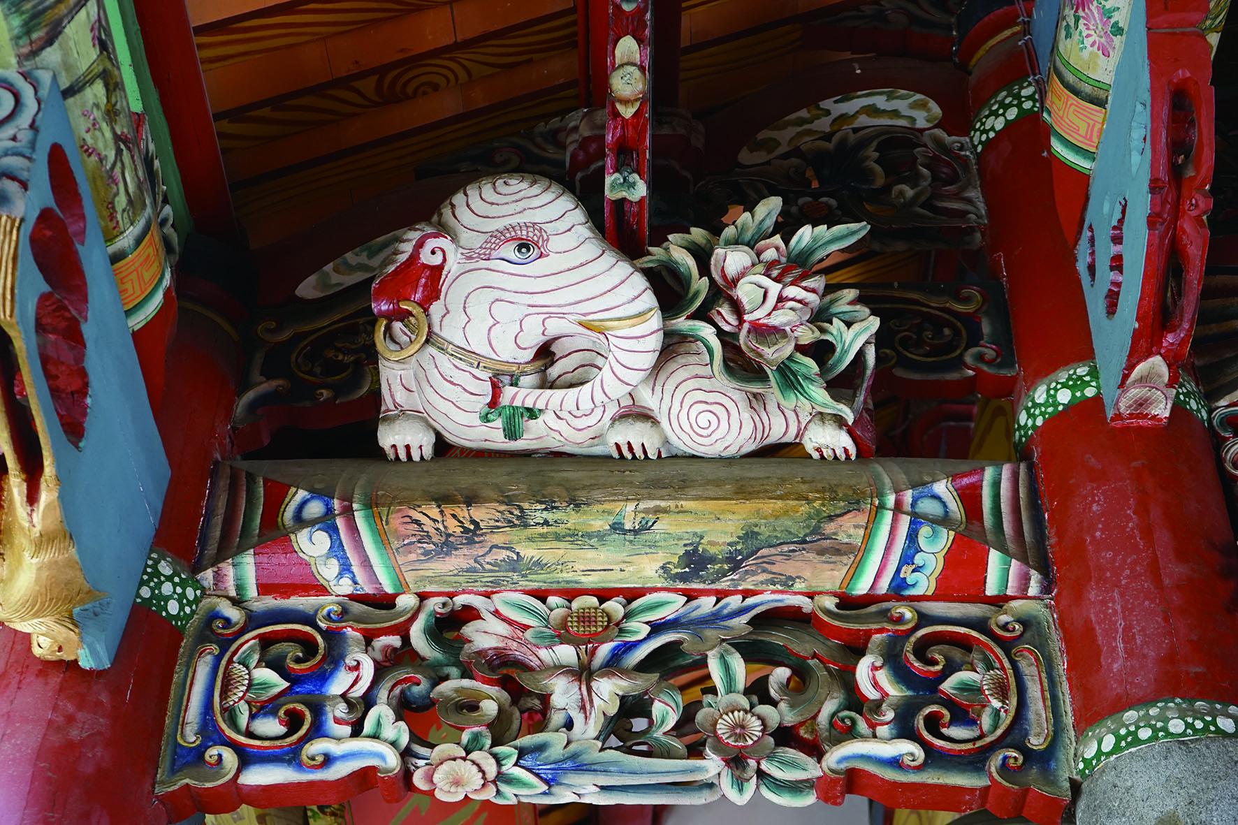 三元宮的各式裝飾將傳統工藝之美發揮得淋漓盡致。.JPG