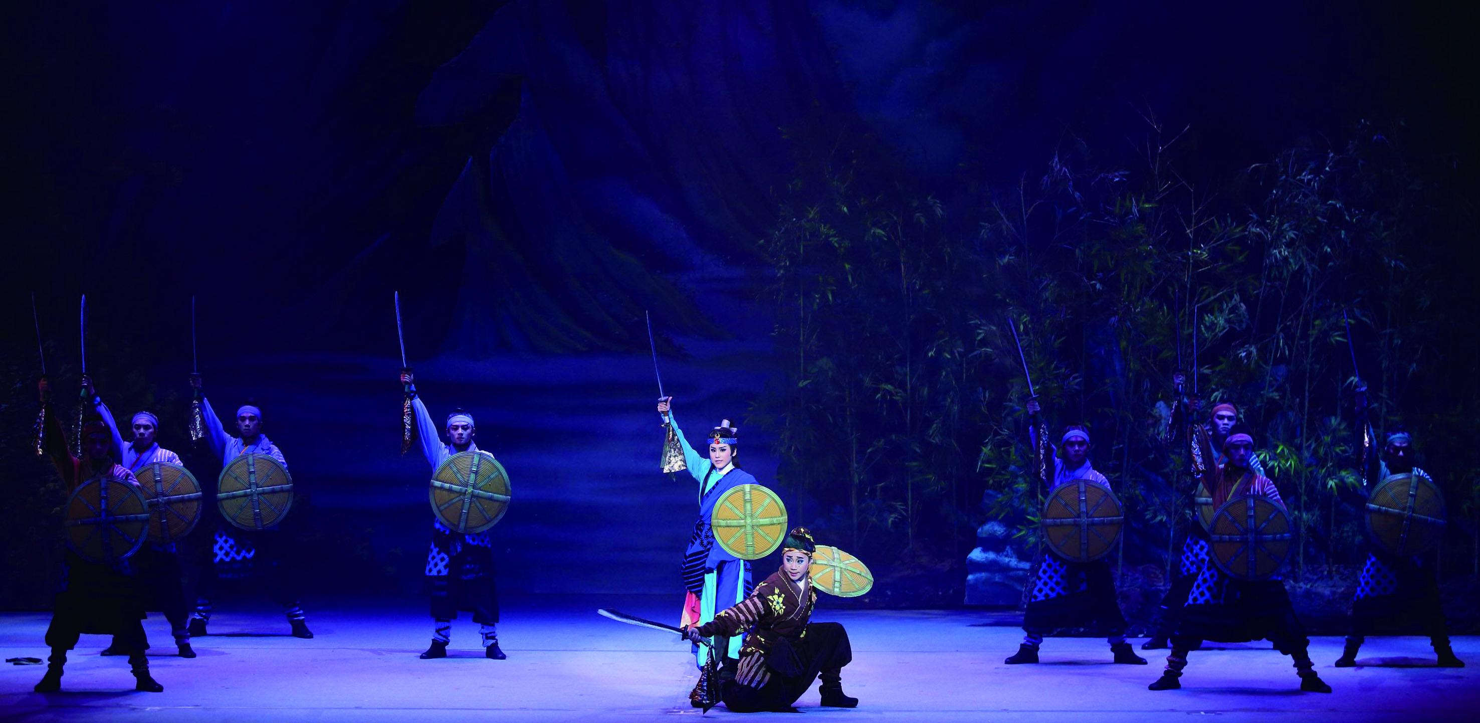 2019 年由明華園戲劇總團帶來《龍城爭霸》,展現臺灣當代傳統戲曲代表性團隊的深厚實力與旺盛創造力。.jpg