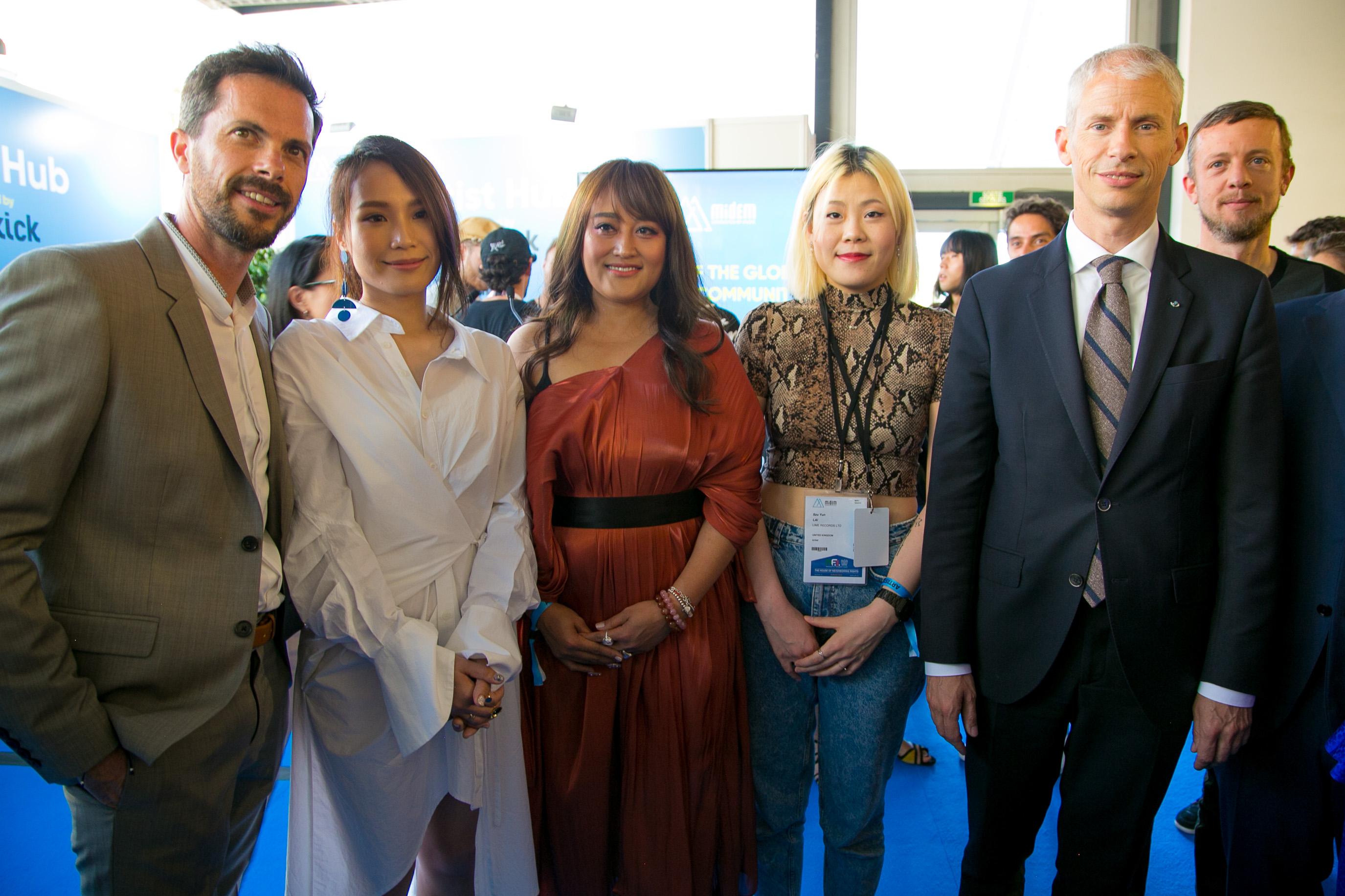呂薔(左二)、家家(中間)、Sonia Calico(右二)與法國文化部長Franck Riester(右一)、MIDEM總監Alexandre Deniot(左一)合照.jpg