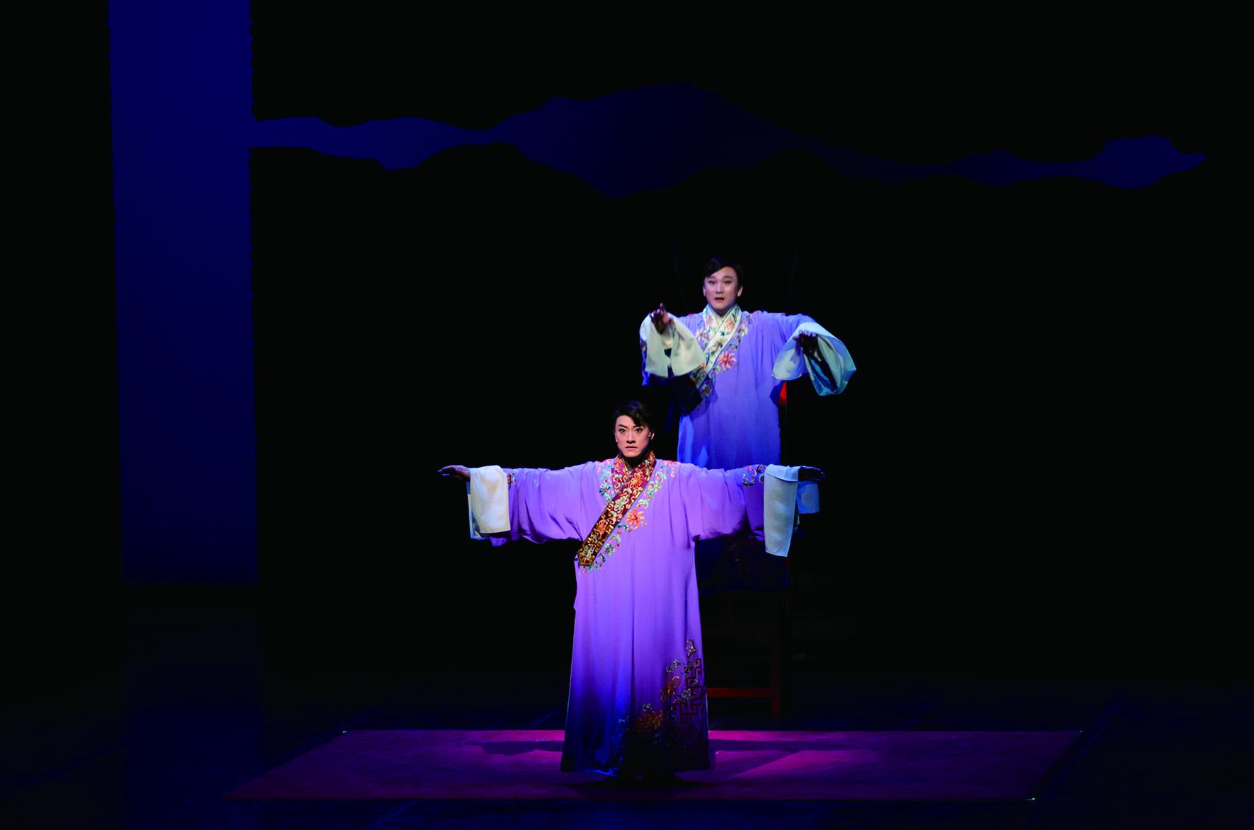 《百年戲樓》以舞臺劇的形式展現京劇演員臺前幕後的藝事浮生。.jpg