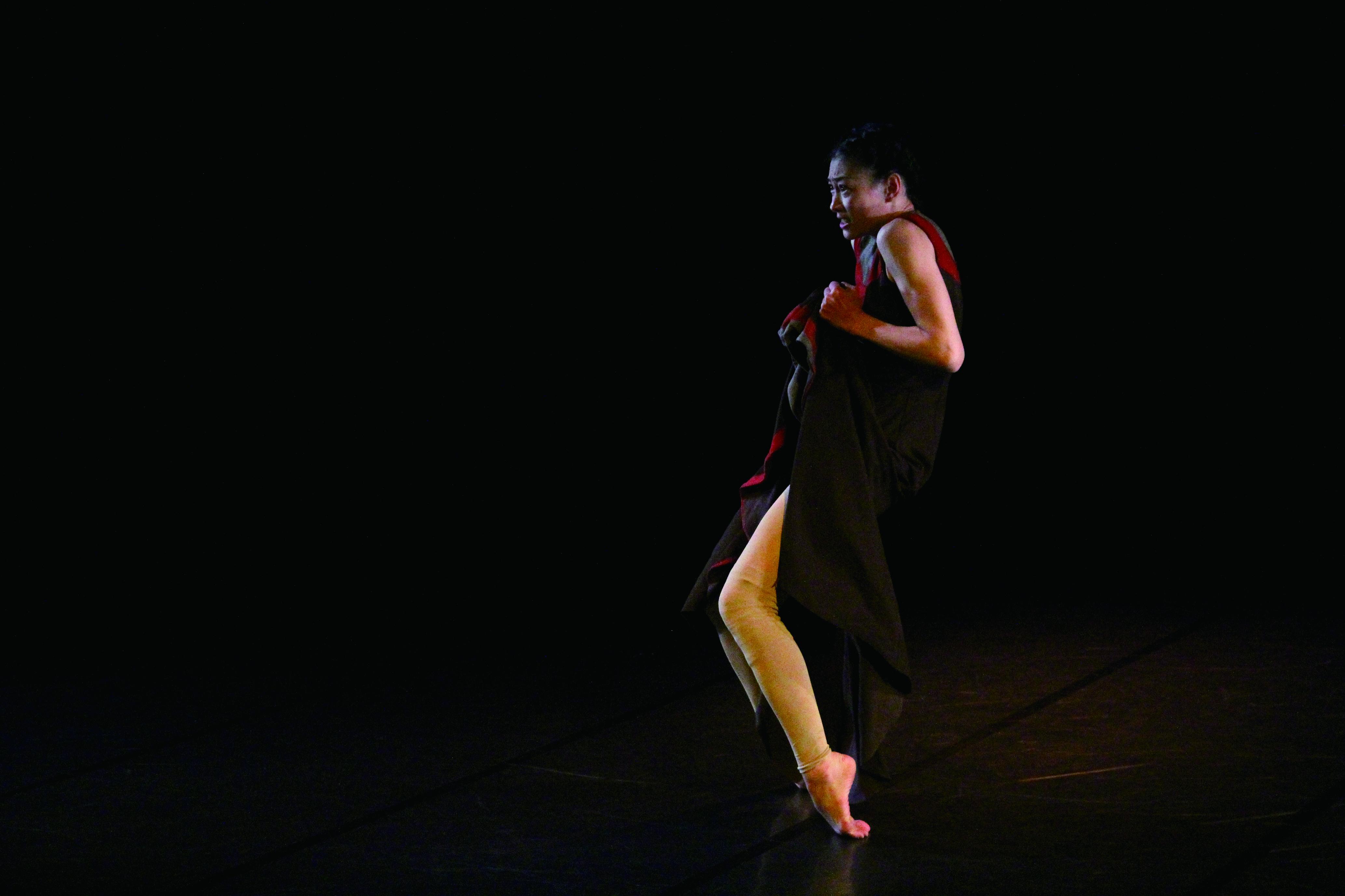 劉鳳學第125號作品《春之祭》,舞者為張桂菱。.JPG