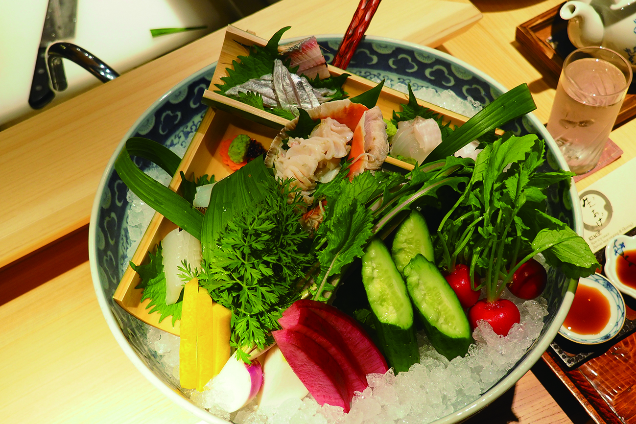 選用瀨戶內海現捕魚獲、貝類做成的生魚片,新嫩鮮美,搭配清甜的在地蔬食,第一道就讓人開了胃。.JPG