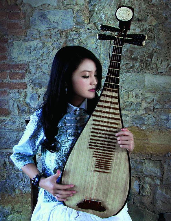 科班出身的琵琶演奏家連珮如結合跨界,讓國樂更具想像力。.jpg