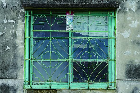臺灣不少老宅的鐵花窗都會看見富士山的裝飾圖騰。.jpg