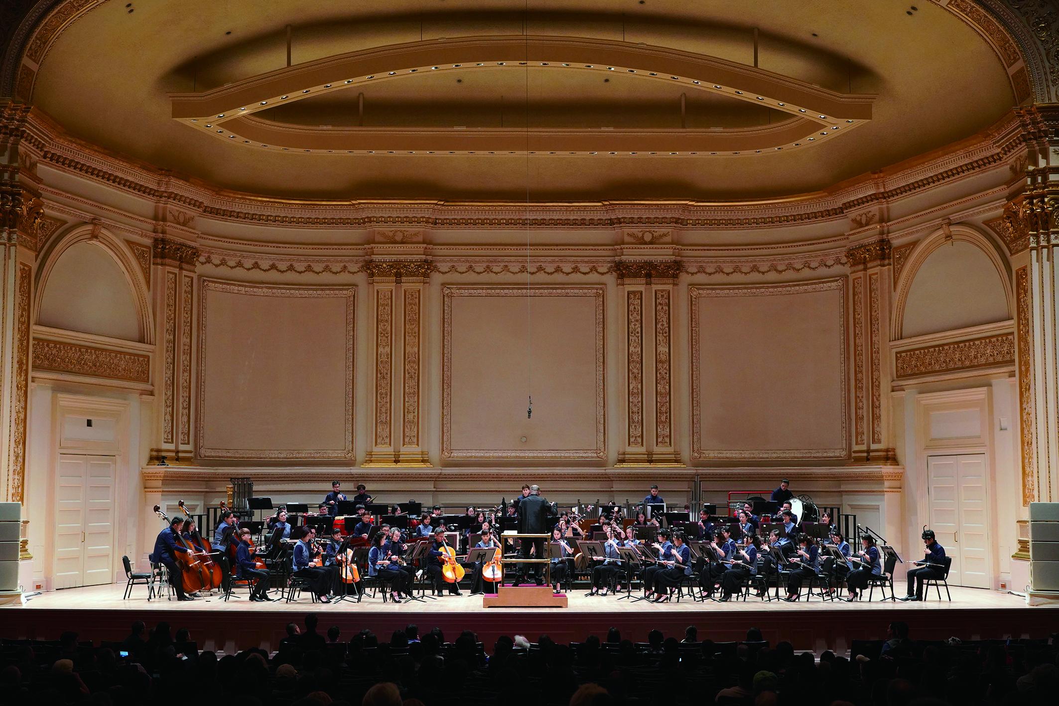 臺北市立國樂團登上卡內基音樂廳,團長鄭立彬說:「光是在卡內基音樂廳後臺休息室,想到有多少舉世頂尖的音樂家、樂團與指揮家曾經在此駐足等候,感動難以言喻。」.jpg