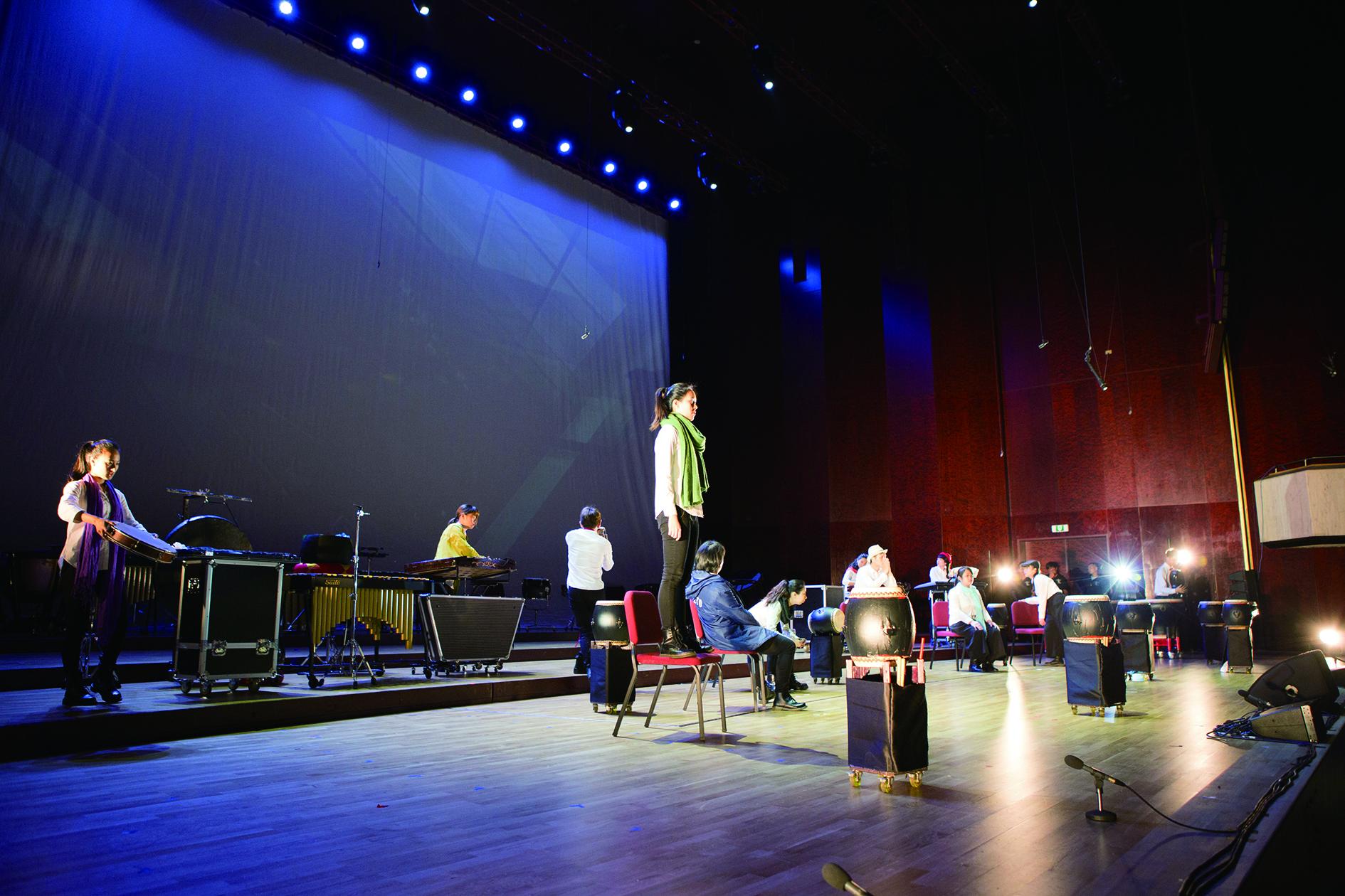 中國文化大學國樂組融入更多跨界與肢體劇場的概念於表演人才培育,這些課程在大陸的比較少見。.jpg