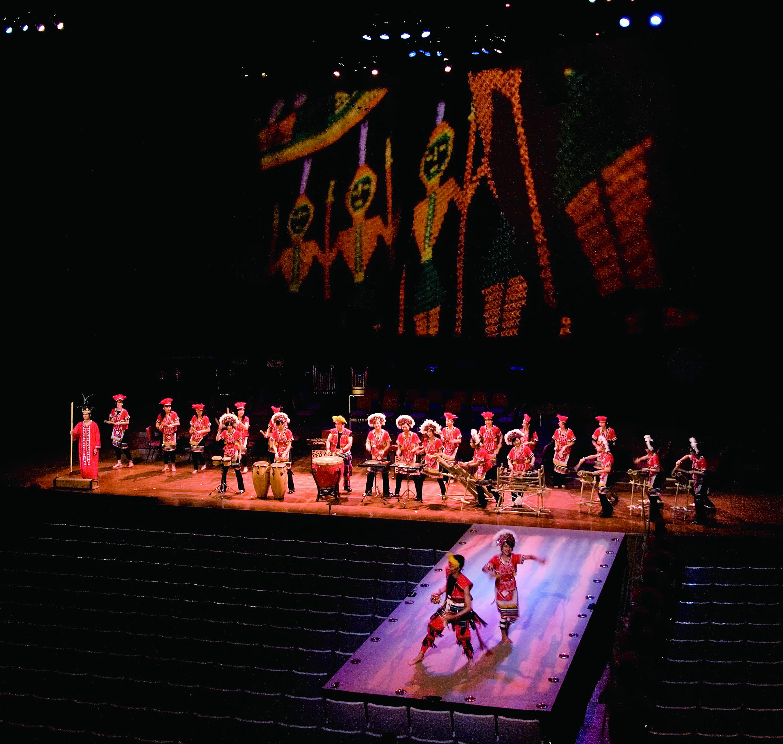 中國文化大學國樂系推出《霹靂樂光大道》多媒體音樂劇場,企圖結合網路與實境、顛覆制式表演時空思維。.jpg