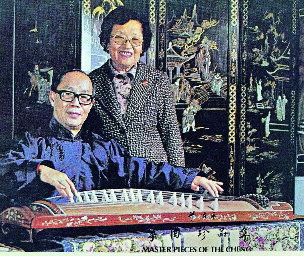《箏曲珍品集》黑膠唱片由中華國樂會琴韻箏聲社於1976年發行。1套2片,共收錄14首梁在平自度曲。.jpg