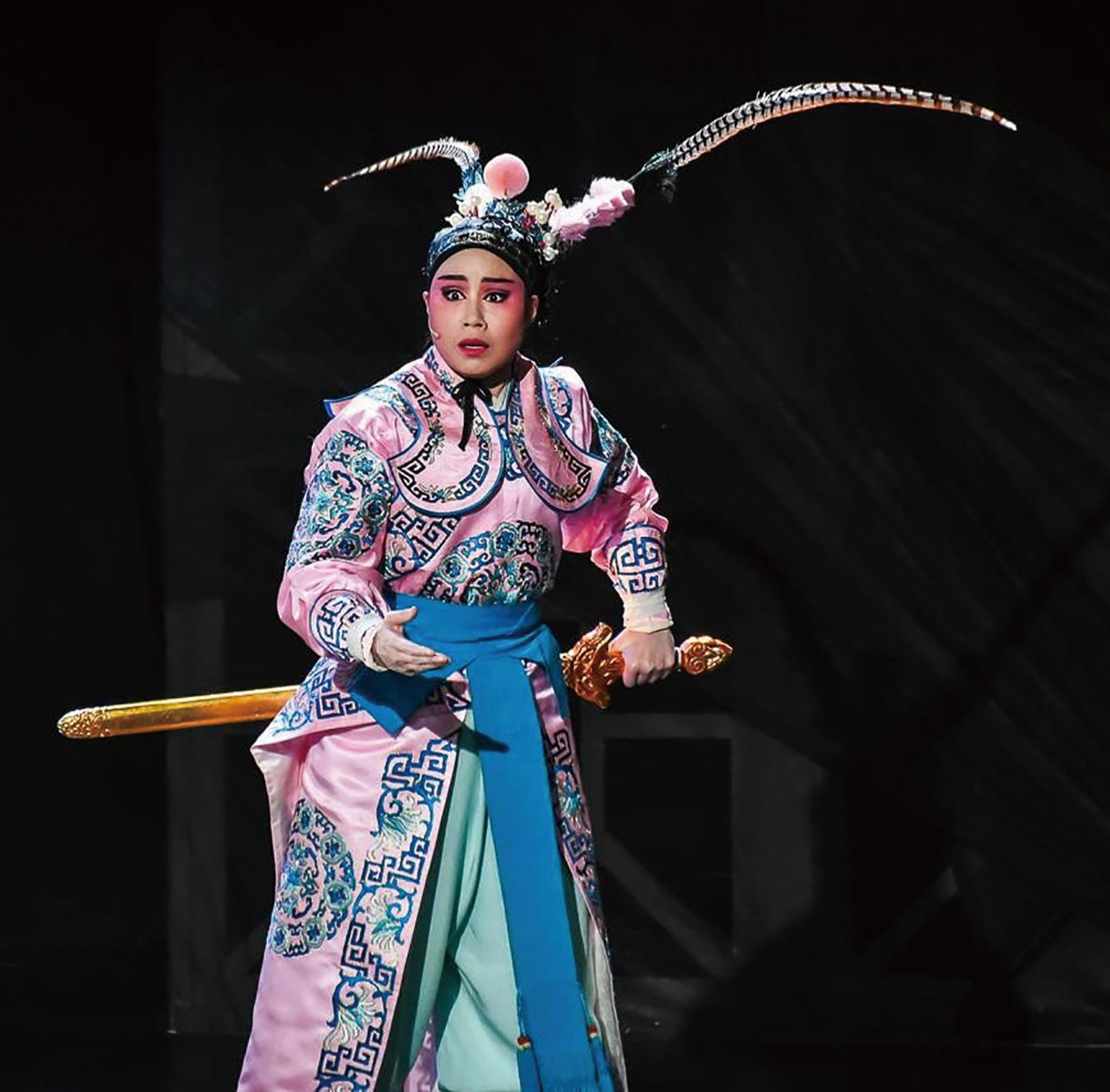 劇校坐科十二年,79年次的江亭瑩在大學時就已打定主意,人生除了歌仔戲沒有第二條路。.png