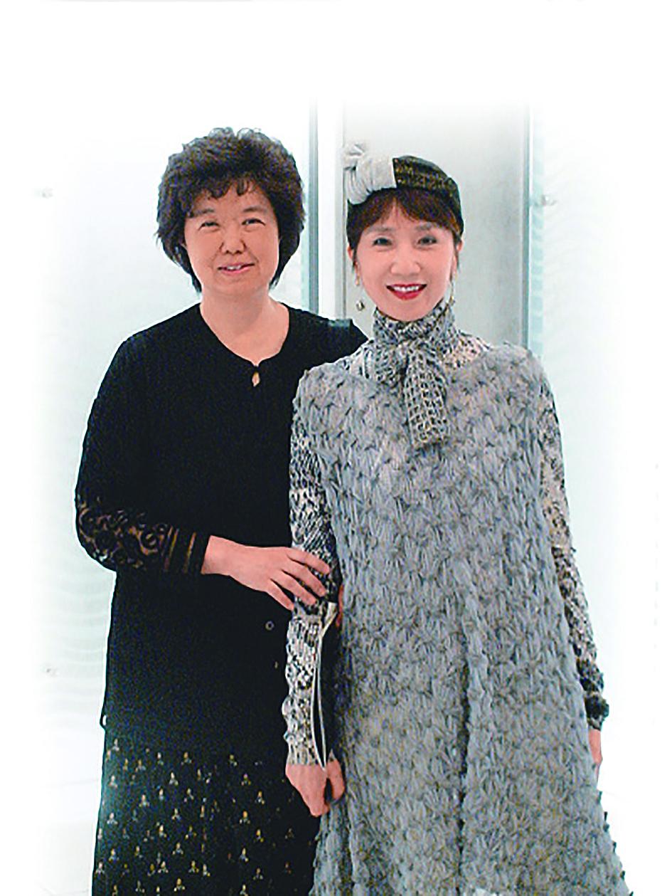王安祈(左)與郭小莊合影。.jpg