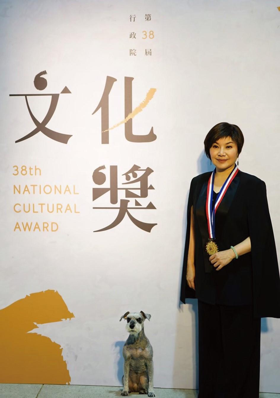唐美雲獲頒行政院文化獎後表示,最初她只是個不了解歌仔戲的戲班囡子,首次登台代打後,從父母身上看見對台灣文化與歌仔戲的熱情與執著。01.jpg