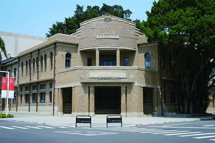 具有裝飾藝術風格的原臺南警察署再利用為臺南市美術館1館.jpg