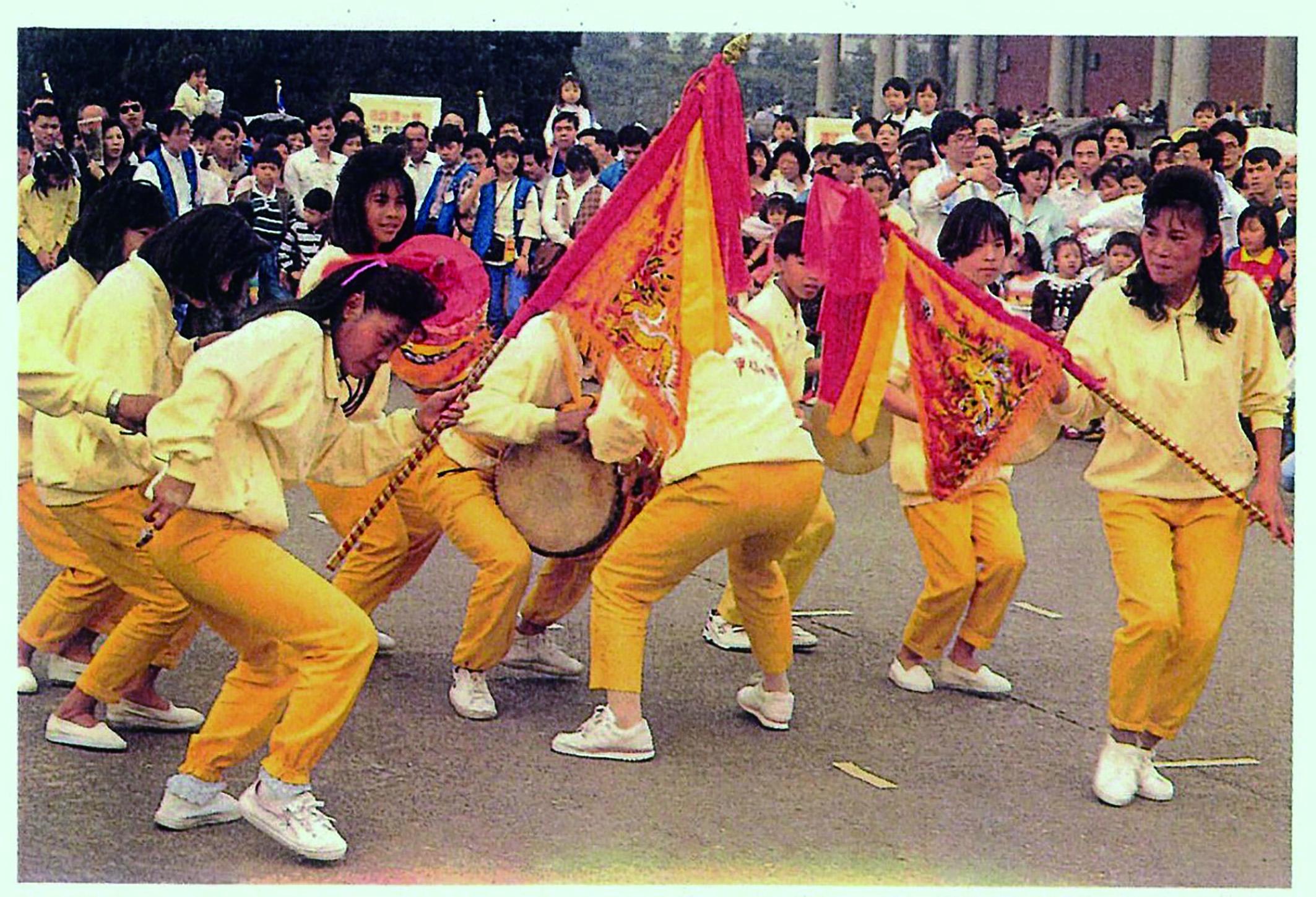 臺灣的藝陣雖然大都是非專業團隊,但它的表演形態卻是由民眾自創的藝術型式,因而藝陣種類繁多也象徵了民間藝術豐富的生命力。.jpg