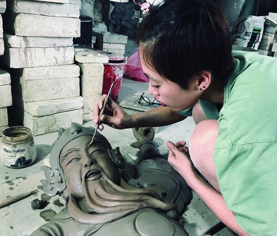 郭志郎女兒郭育珊也投身交趾陶工作,「我同學跟我說一句話,護理的工作幾千人都可以做,但是交趾陶的工作只有我可以做,我想想也是,決定回來幫忙。」.jpg