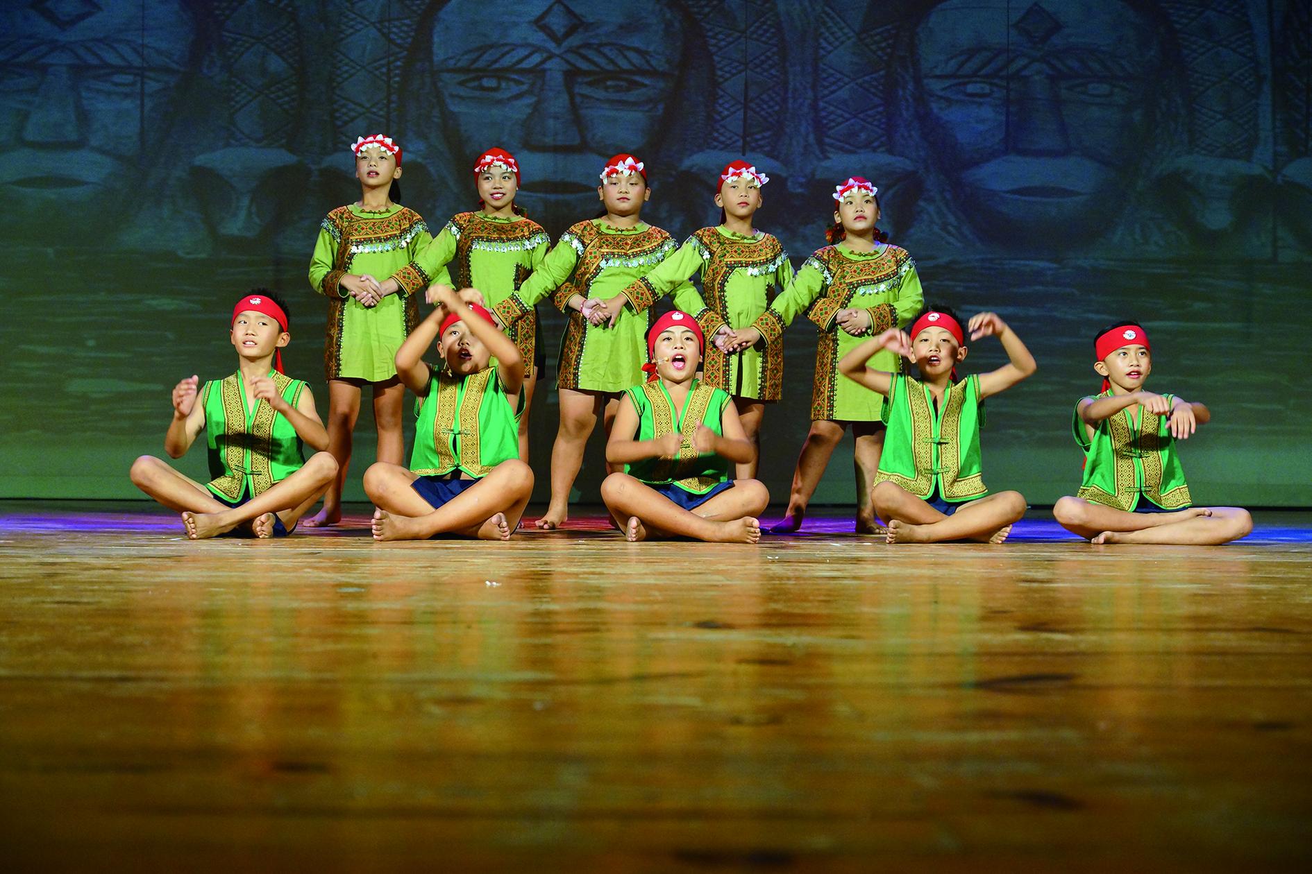 臺灣原住民族樂舞要回到初始之單一的族群文化傳承的樂舞目的,實需透過樂舞文化教育的實施將其導正與修復,林天善攝影。.JPG