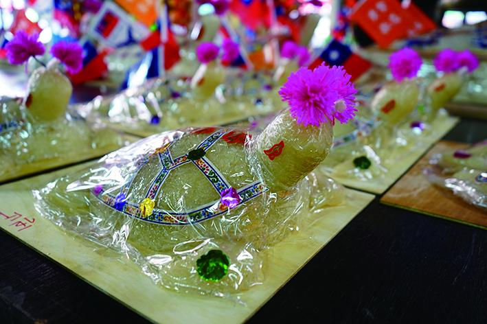 平安龜的材質、尺寸、造型,儼然一場傳統工藝展覽。.JPG