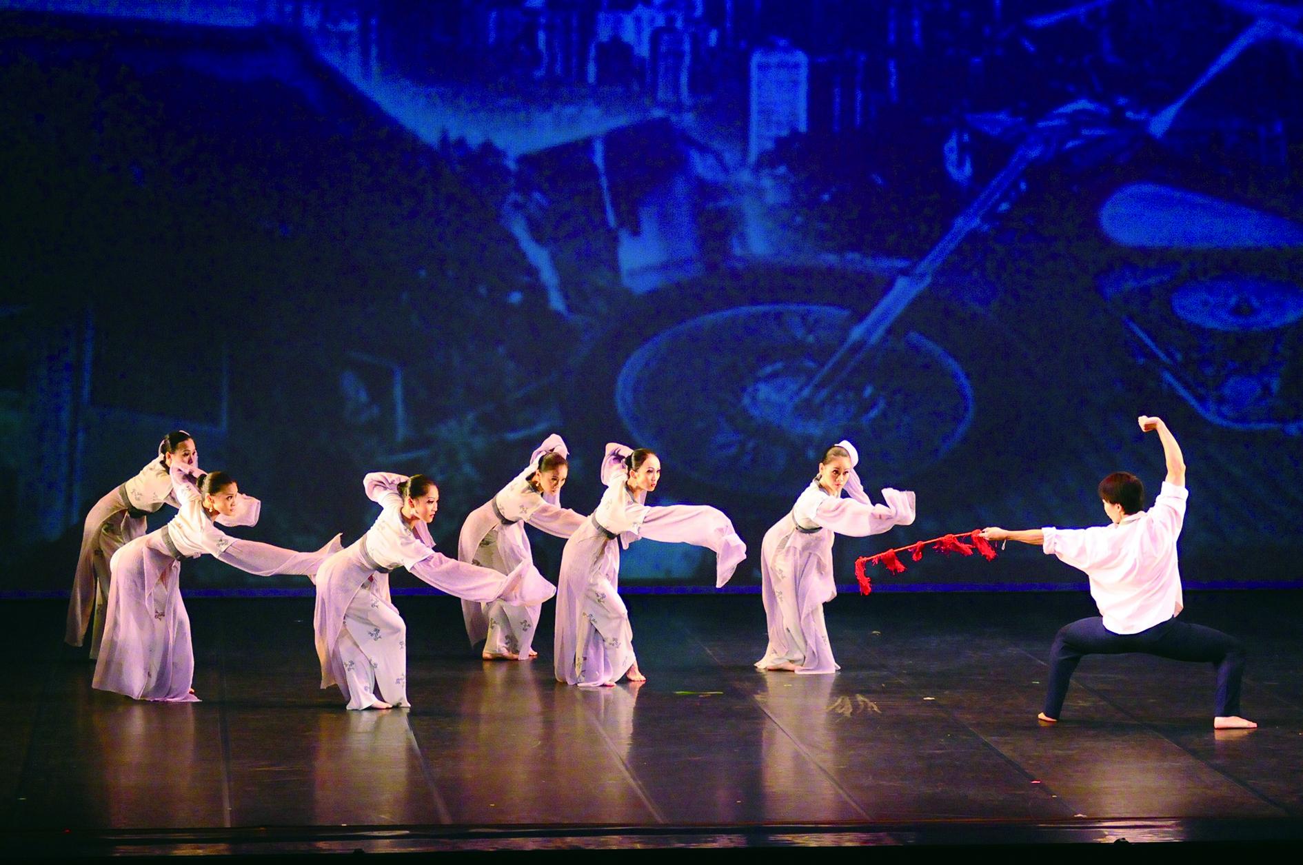 草創於1988 年的台北民族舞團,從各地民俗舞蹈探索,延伸到宗教舞蹈的研發,歐陽珊攝影。.JPG