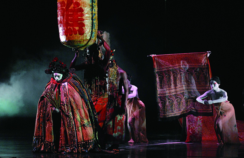 藝陣舞蹈進入當代劇場後,除試圖增進創作形式的豐富性,增強其技巧的強度,更為側重創作者之情境與思想的傳達,例如無垢舞蹈劇場《醮》更進入東方身體的美學。.jpg