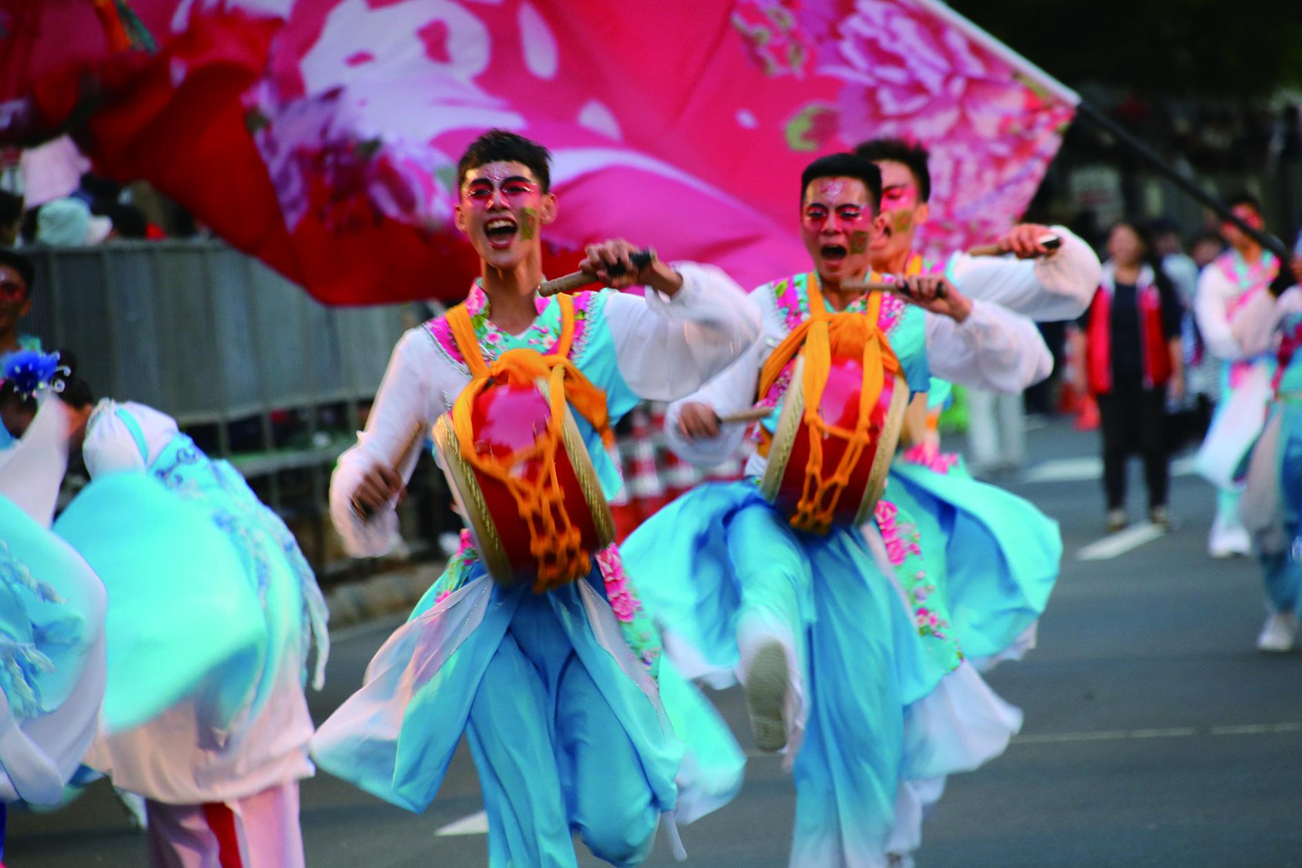 循著傳統文化DNA下的民族舞蹈內涵及精神為基礎,透過藝術家創作思維模式的運作,擴展觀眾欣賞新視野,開闢民族舞蹈發展邁入正確的新氣象。  .JPG