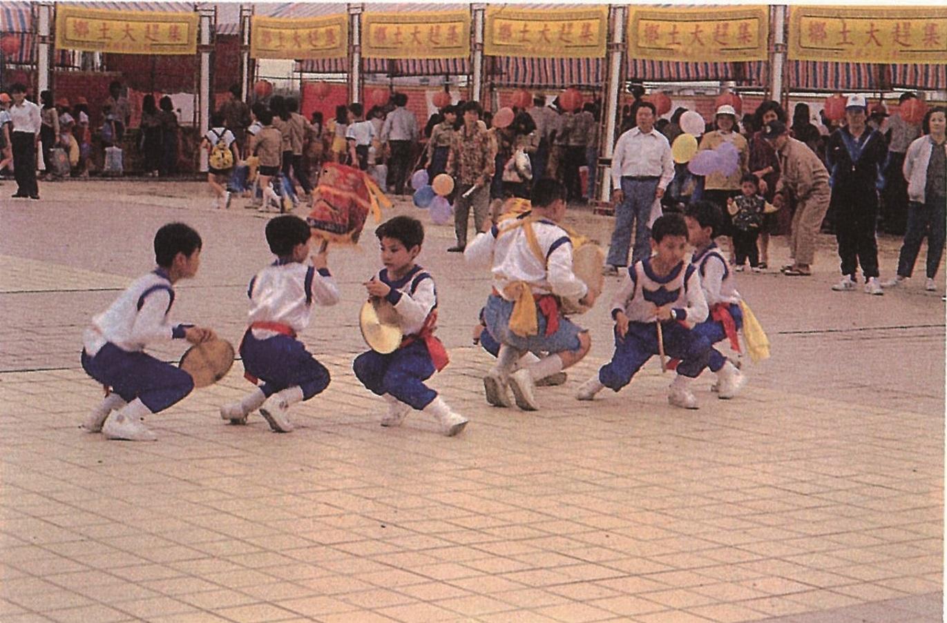 藝陣為早期臺灣的街頭表演藝術,廟前廣場就是劇場。.jpg