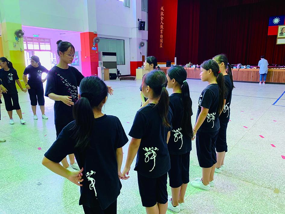 如何有效的從教育立場來貼近協助臺灣原住民族樂舞之傳承,是科技網路時代下的重要課題。.jpg