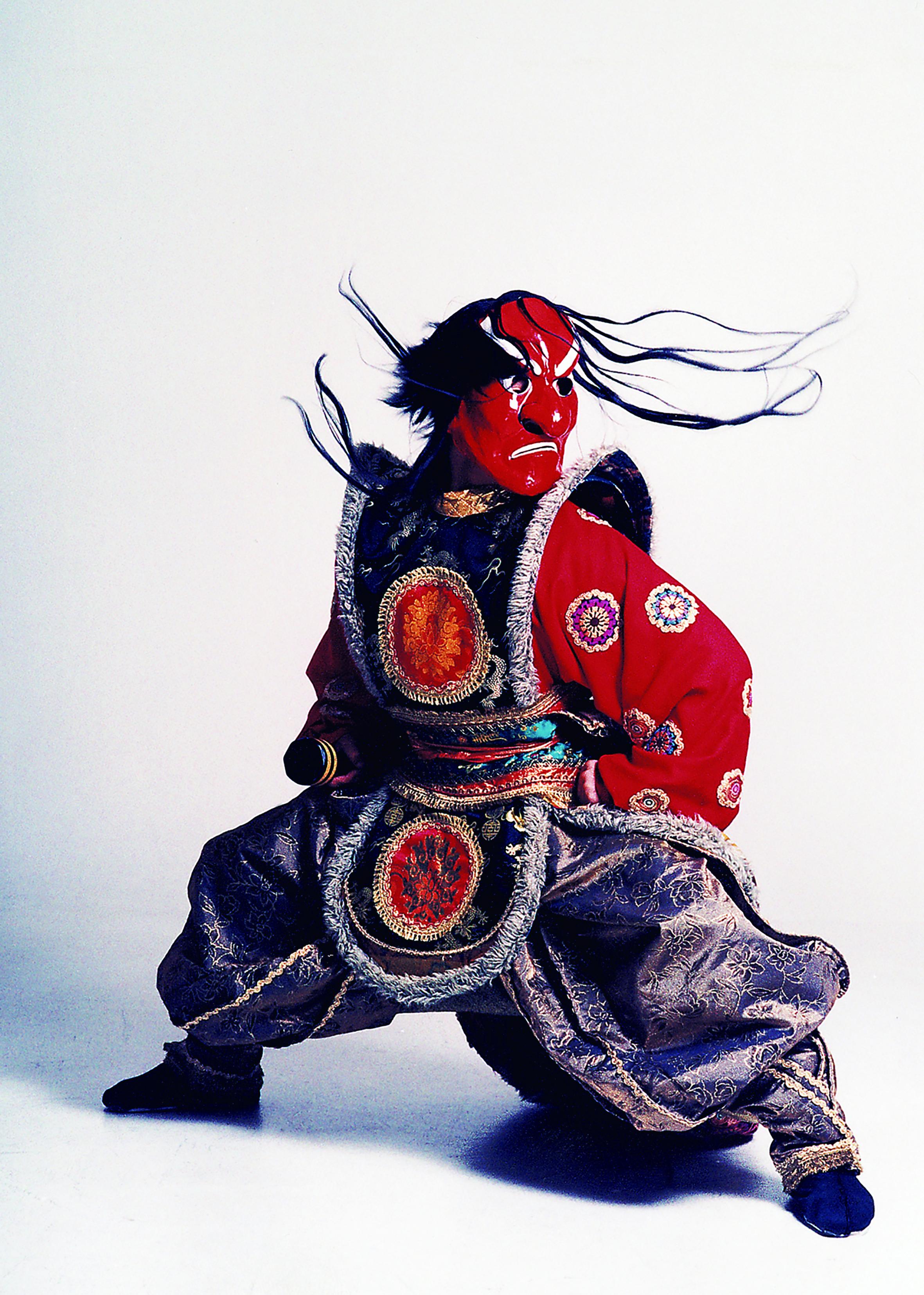 劉鳳學至今仍持續地以舞蹈作為學術研究,自古籍、文獻、樂譜中戮力探索唐樂舞之美及其美學之再現與重建。.jpg