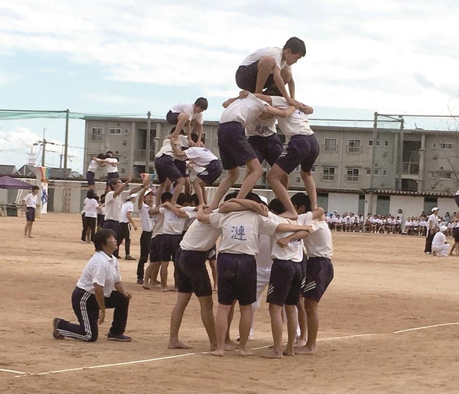 日本中小學基礎教育裡,遊戲舞蹈、體操或疊羅漢等相關活動被當作啟蒙的身體教育,體魄的養成是訓練的核心,並且藉此養成孩子處群、合作與尊重,以及禮儀及表達的觀念與素養。-1.jpg