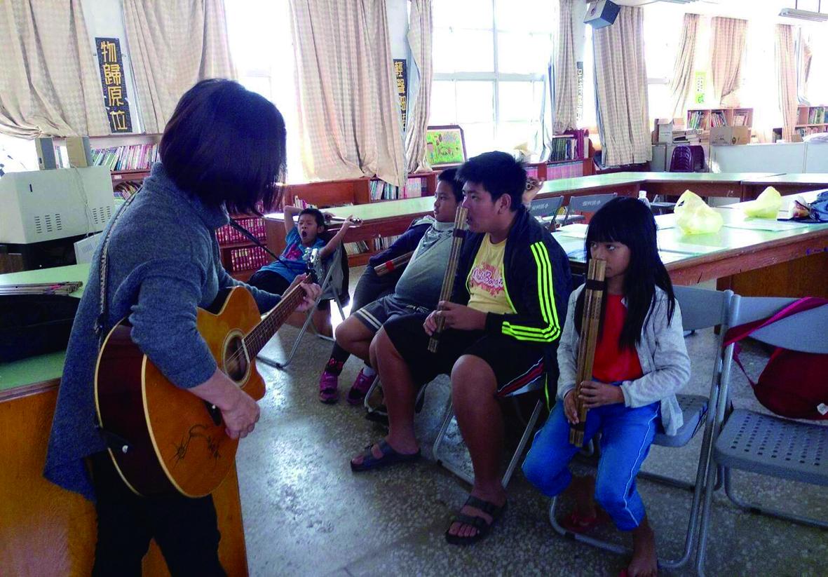 少妮瑤選擇在自己的文化體系裡去教學生。.jpg