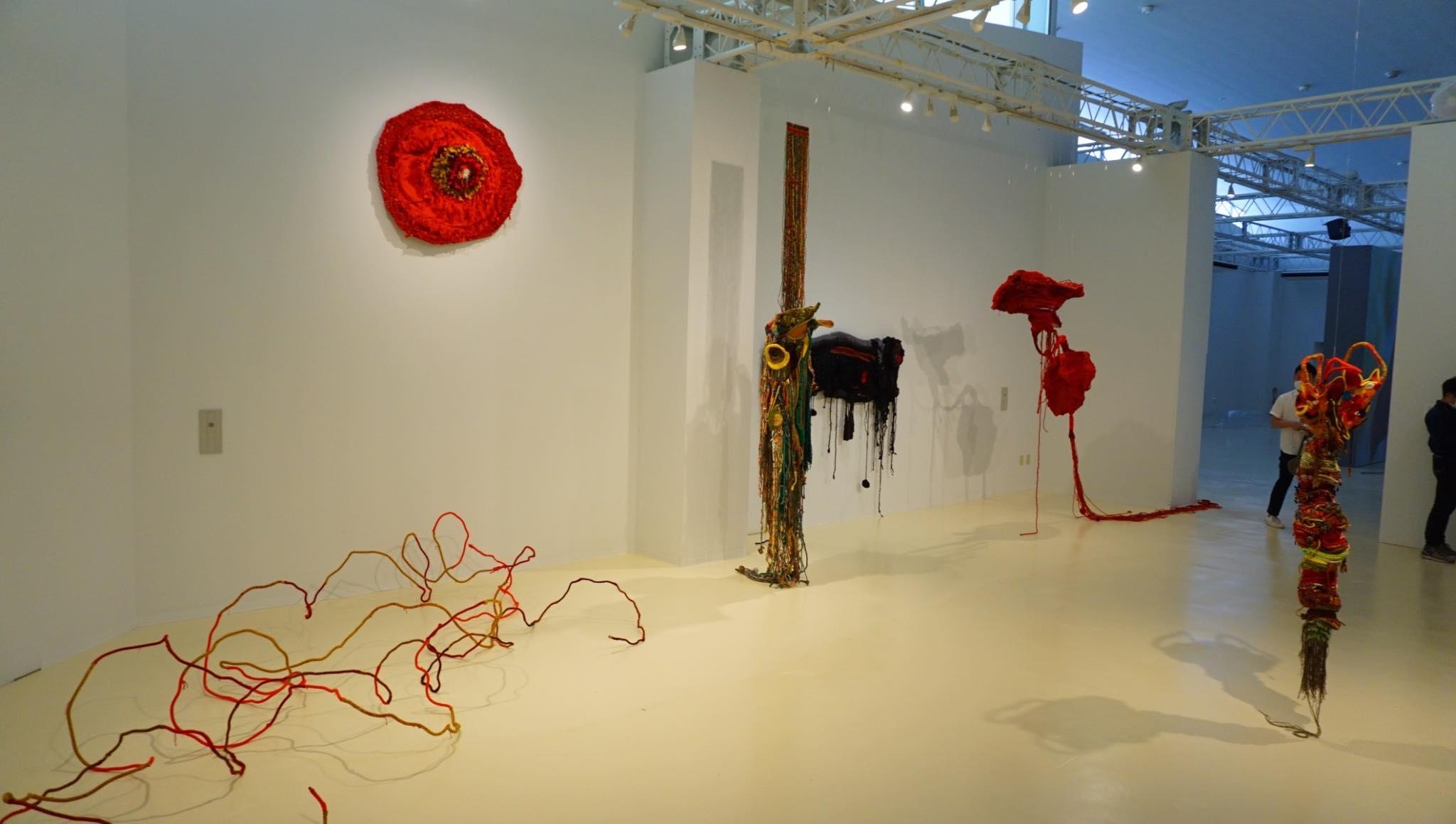 武玉玲展出《生命軸》等5件作品,呈現豐富多元的女性意象.jpg