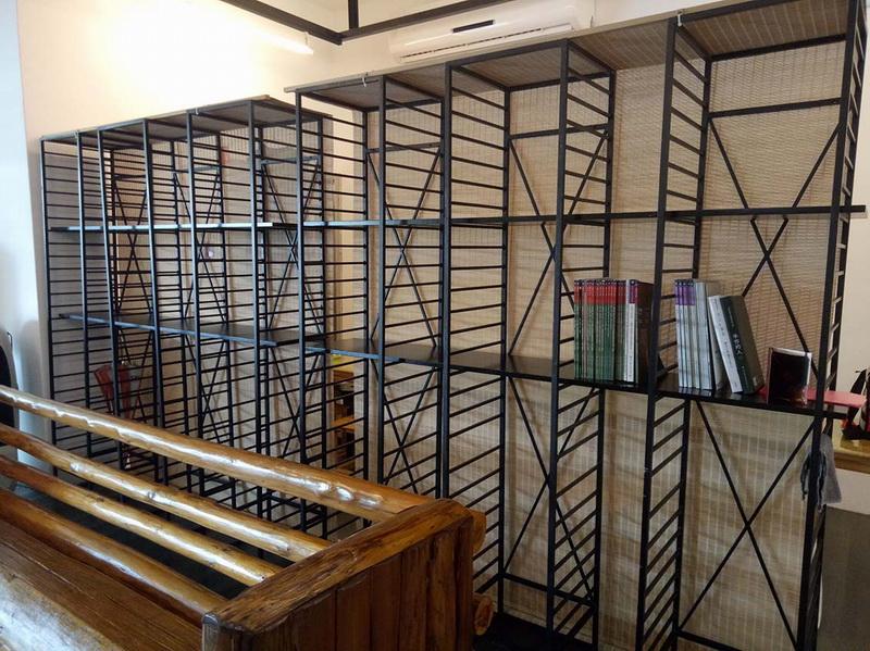 1F服務台-放置工藝書籍提供來賓閱覽