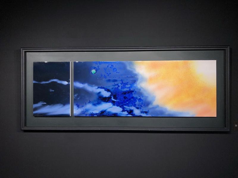 結晶釉彩陶版典藏品-「奔騰」展示