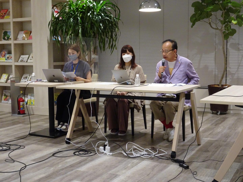 1. 台湾のアーティスト作品の魅力を解説する北川フラム氏(右1).jpg