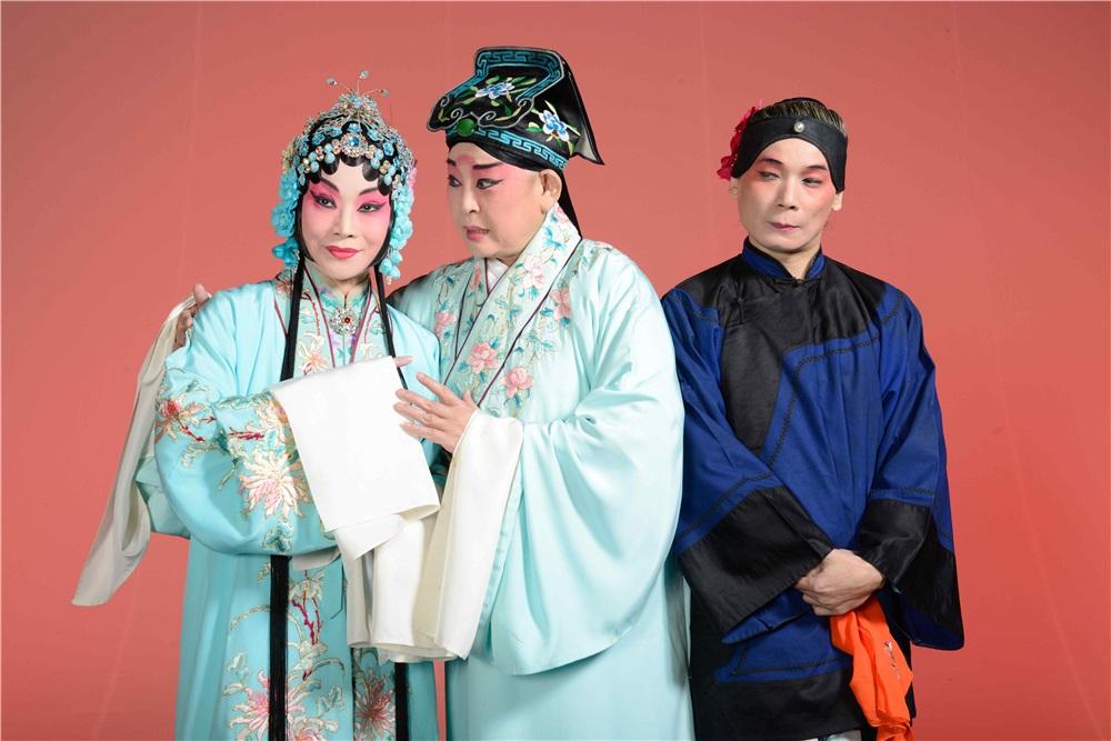 《孔雀東南飛》由青衣劉海苑、小生孫麗虹、名丑陳清河主演,此戲為張派代表作