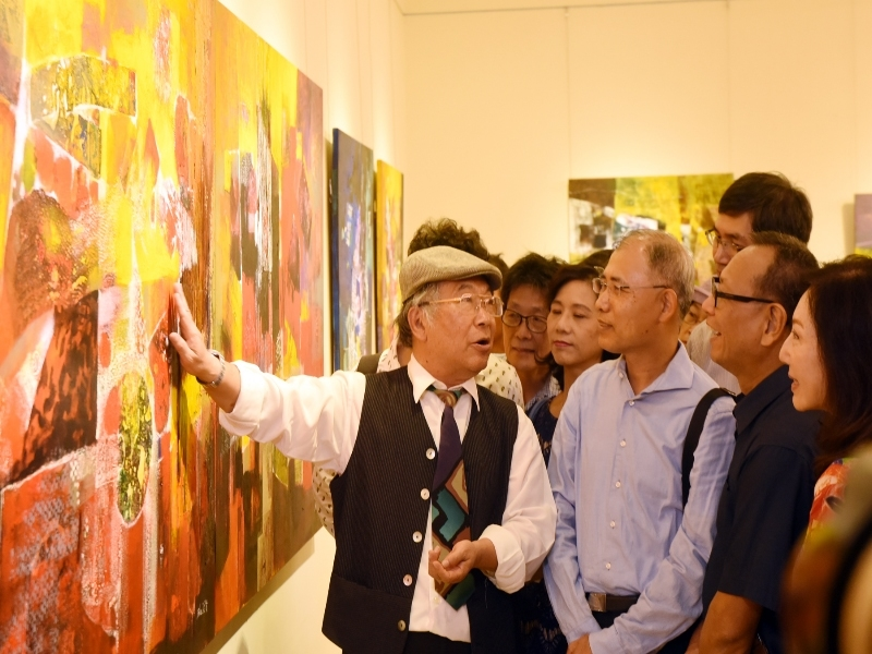 Lan Rong-Xian Gave the Guided Tour on the Site