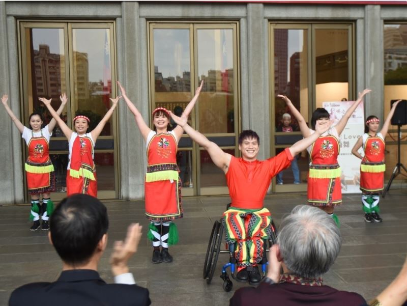 樂扶(Love)輪椅舞表演