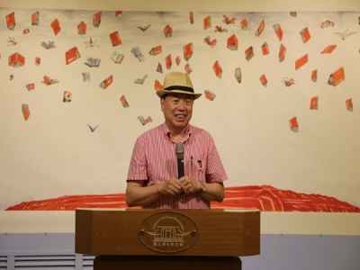 Painter Lo Ching Gave a Speech