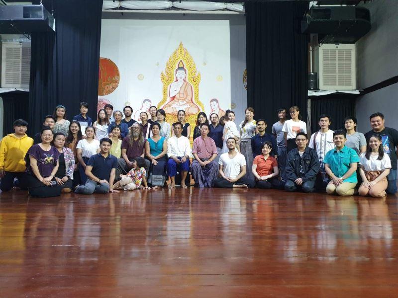 文化部駐泰文化組與臺灣驫舞劇場、泰國象劇場、四位東南亞大師共同合影