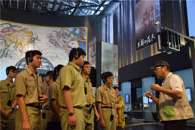 臺南一中專案:博物館實際領域的參觀,培養學生人文素養與認識歷史的好奇心。