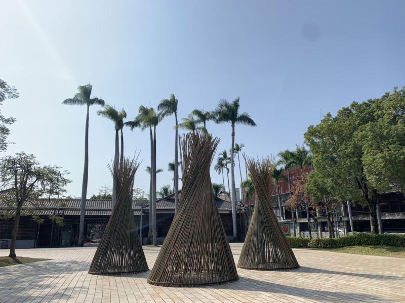 知名工藝師劉昭明竹編作品「竹.魚筌」以「圓」為主體,代表圓滿與團圓,也有一元復始萬象更新的意涵。
