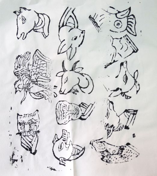 傳統木版刻模拓印的12生肖版畫現在已經很少見。